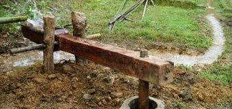 "Make A Water-Powered Hammer (Monjolo) by ""Primitive skills"""